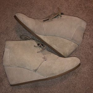 Toms Wedged Ankle Boots